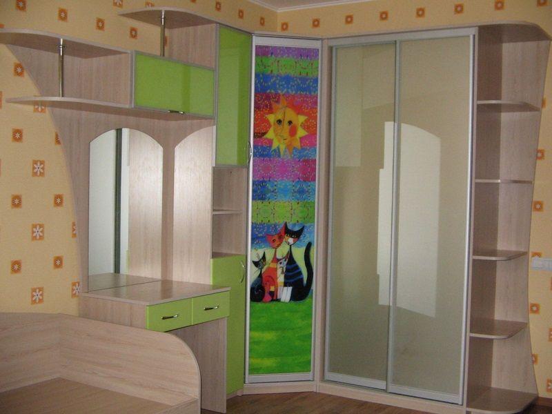 Угловые шкафы-купе в детскую комнату, фото1